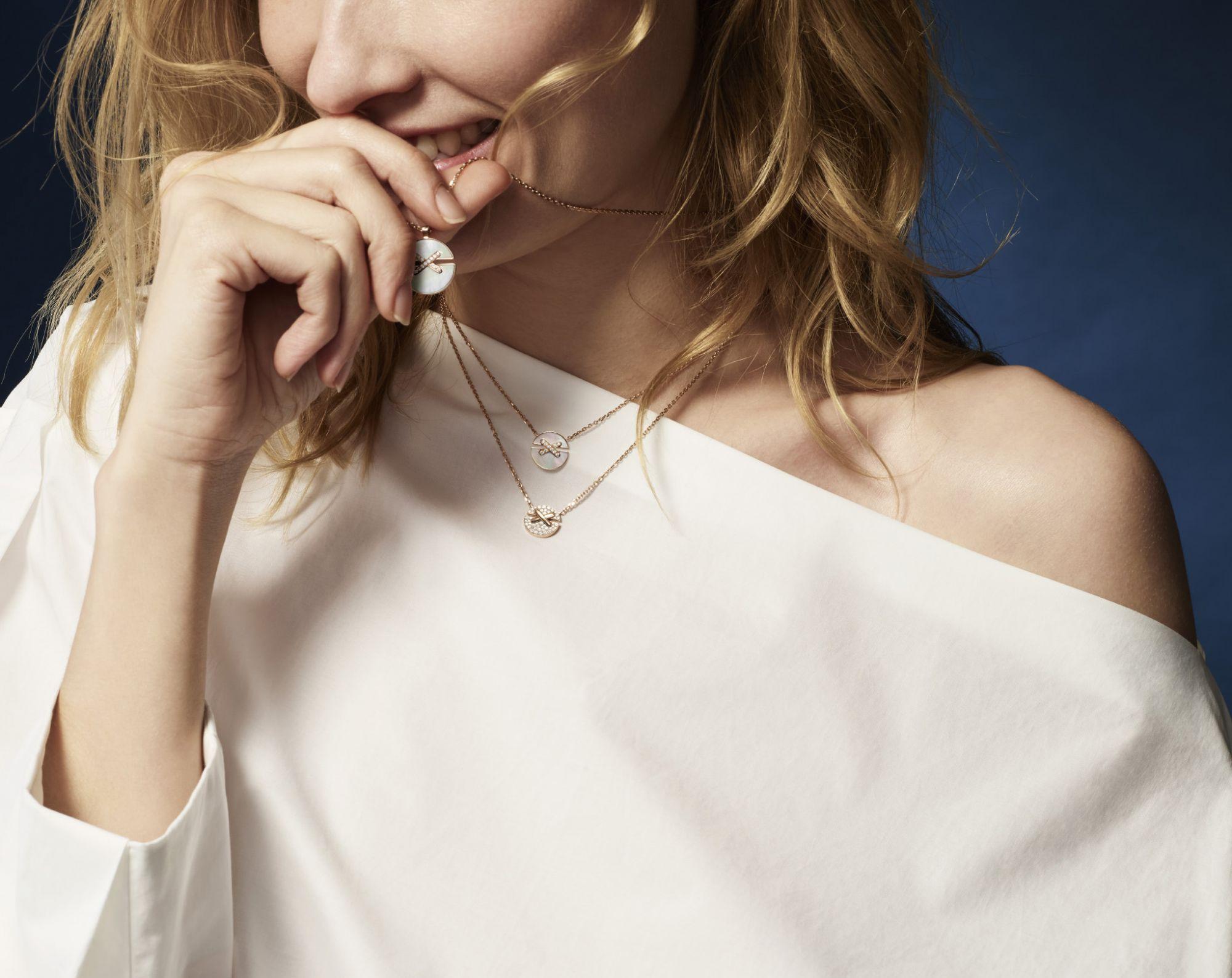 最具法式浪漫情調的情人節禮物非它莫屬!Chaumet全新Jeux de Liens Harmony系列珠寶,讓戀人之間的愛浪漫交會
