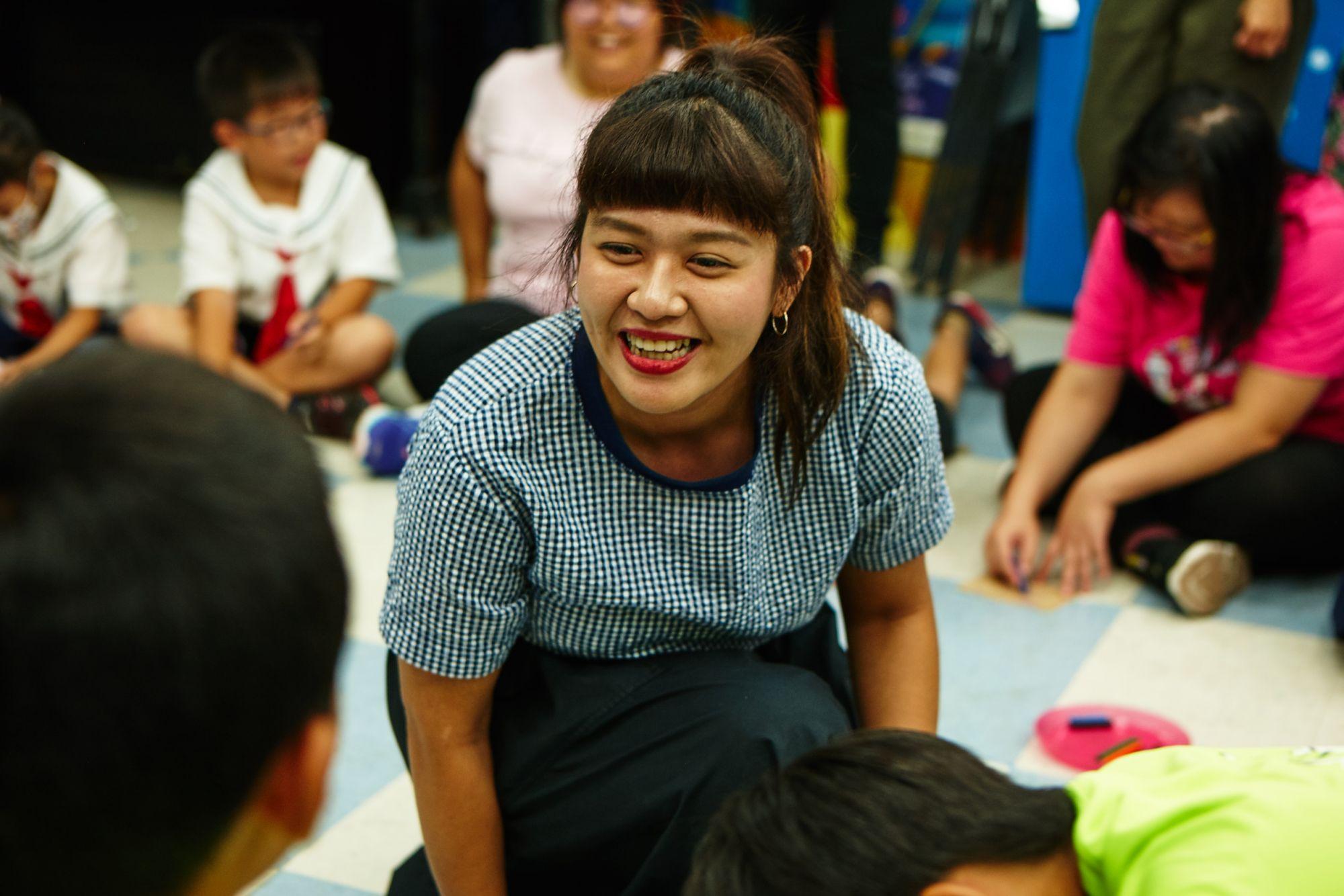 小人小學創辦人陳子倢:「這是一款幫助大人、小孩打開心門的情緒桌遊,連兩歲小孩都能上手。」