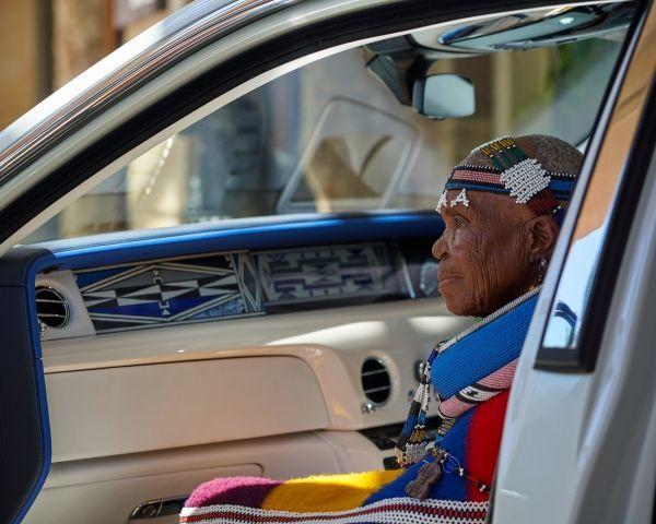 帶著非洲期待而來的The Mahlangu Phantom 馬蘭古幻影!Rolls-Royce勞斯萊斯將傳統圖騰放入車上的「藝境藏珍」