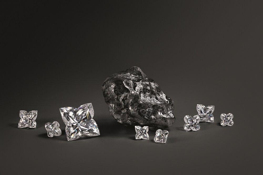 神秘黑碳覆蓋、埋藏20億年的秘密,1,758克拉史上第二大巨鑽原石sewelô面世