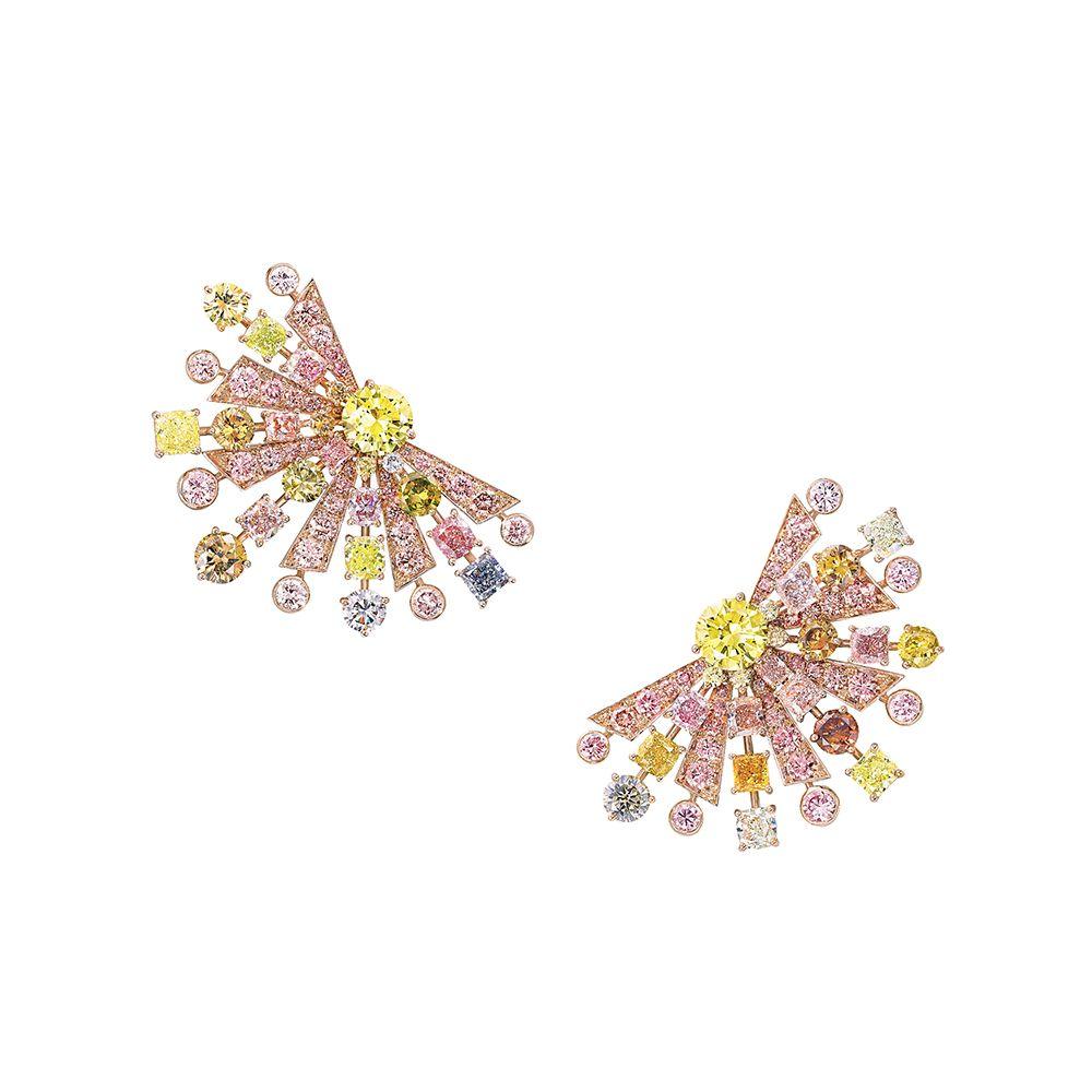 多形切割彩鑽耳環,鑽石共重27.62克拉 by Graff。