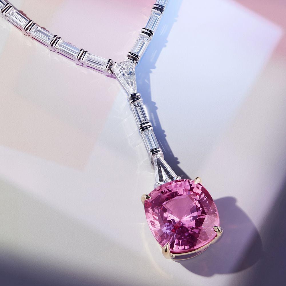 Jewel Box 高級珠寶系列,Frame斯里蘭卡帕帕拉夏藍寶石鑽石項鍊 by Tiffany & Co.。