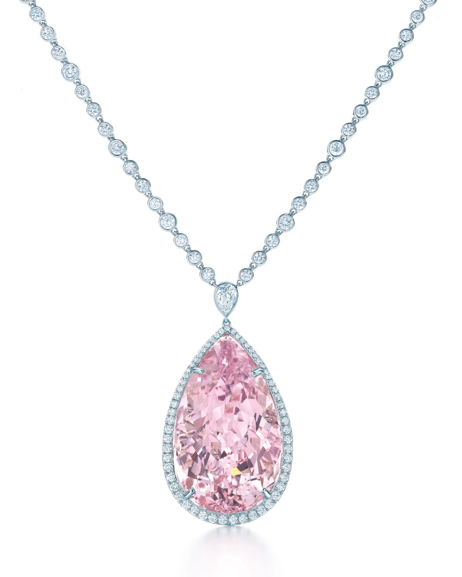 Tiffany 鉑金鑲嵌摩根石與鑽石項鍊 by Tiffany & Co.。