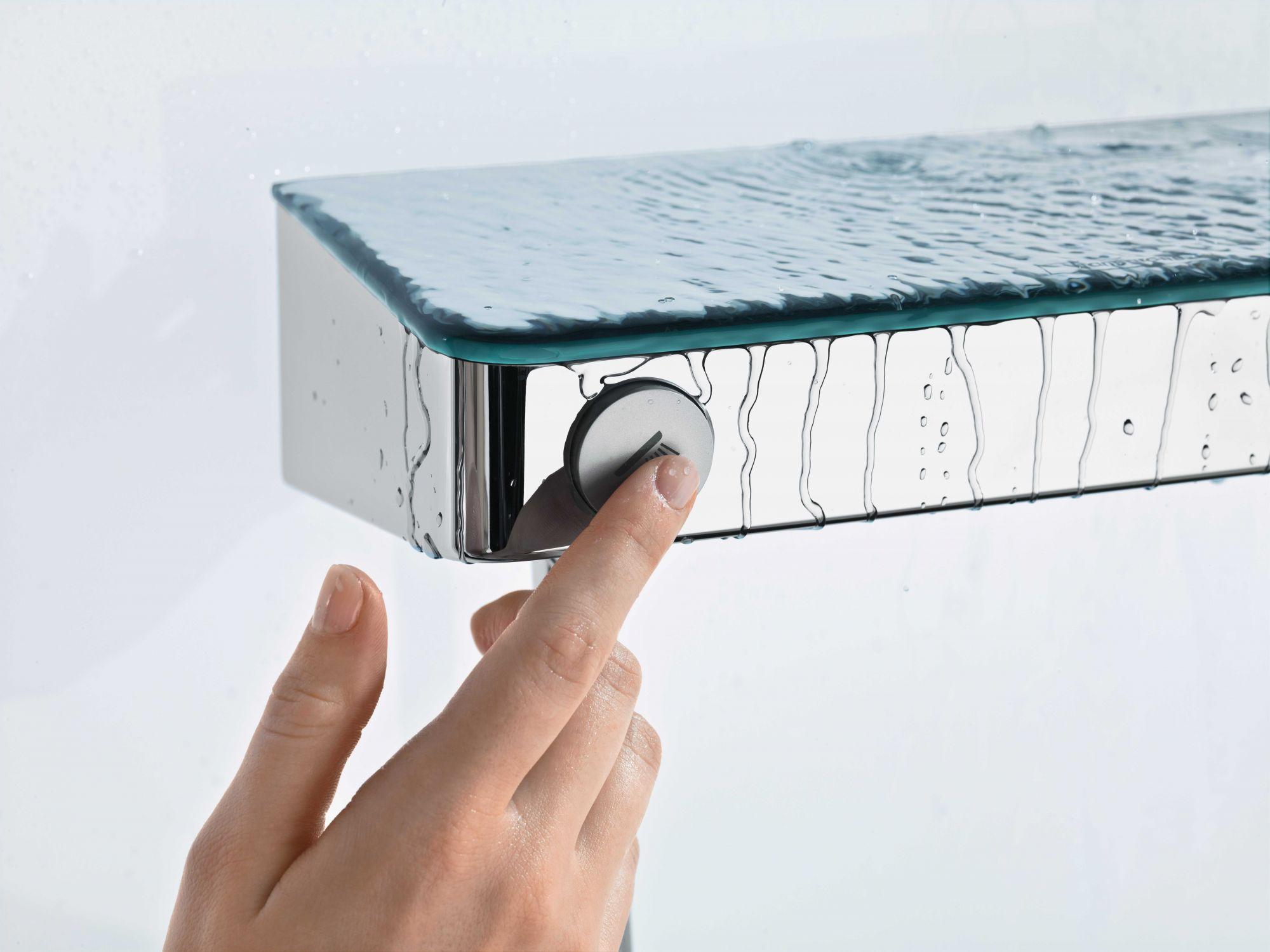 Hansgrohe的 ShowerTablet Select 300 ,使用者只需輕觸Select按鈕就可開關水流。Image:AXOR