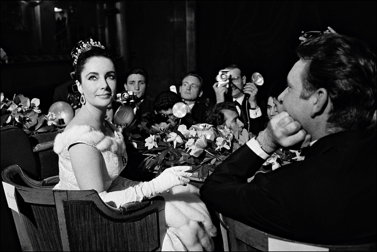 PARIS, FRANCE- MARCH 16:  Elizabeth Taylor and Richard Burton at the film premiere of ''Lawrence of Arabia'' on March 16, 1963 in Paris, France.  (Photo by REPORTERS ASSOCIES/GAMMA/Gamma-Rapho via Getty Images)
