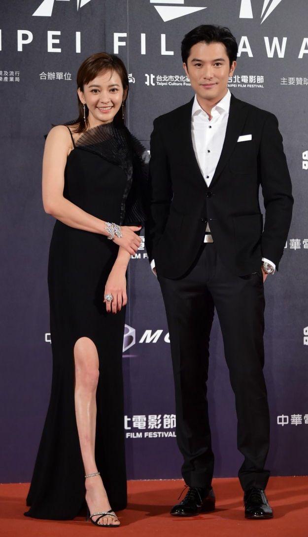 2020台北電影獎頒獎人邱澤身著BOSS黑色立體壓紋西裝出席盛會(圖片為品牌提供。)