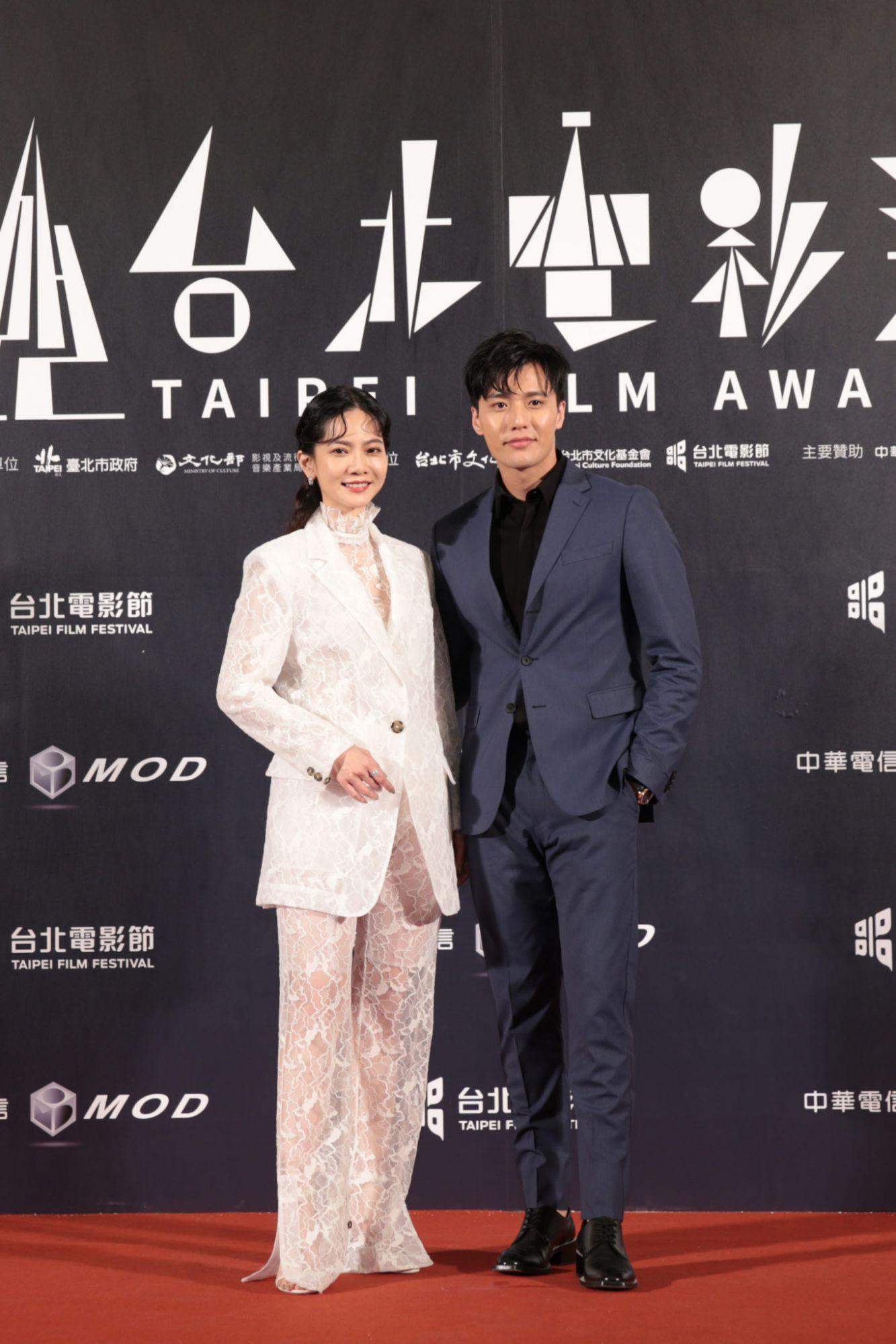 2020台北電影獎頒獎人張睿家身著BOSS深藍色西裝帥氣出席盛會(圖片為品牌提供。)
