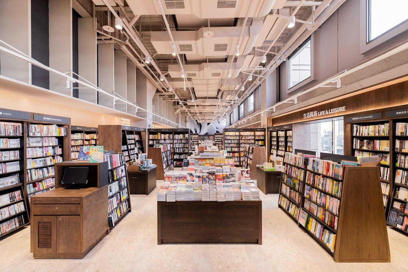 桃竹最多藏書的誠品生活巨城店最大改裝!挑高達7公尺、全長近40公尺的閱讀大道營造磅礡閱讀氛圍