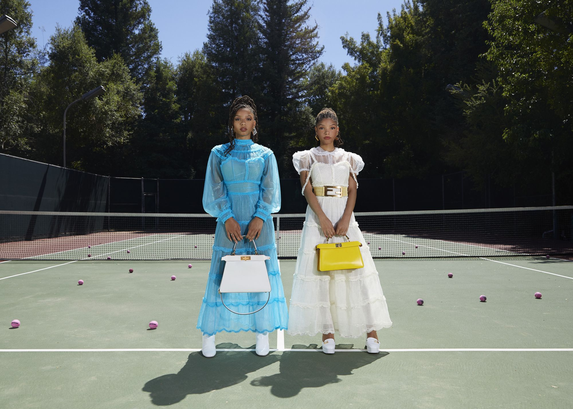 後疫情時代的時尚觀察:FENDI微電影,全權授與新生代Chloe x Halle自家後院拍大片