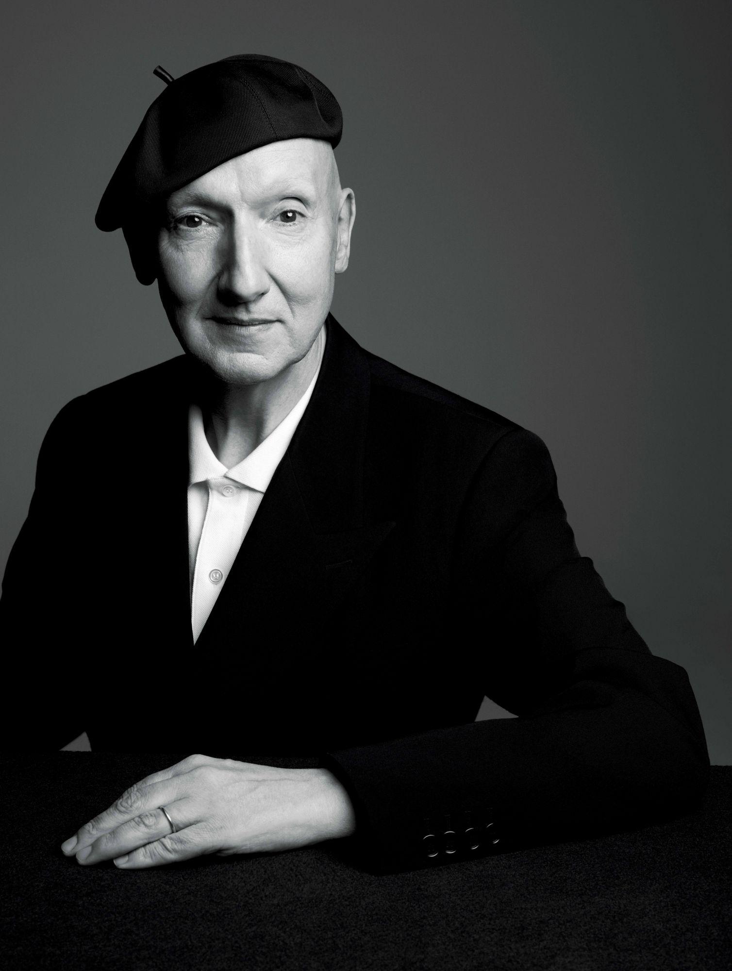 擔任Christian Dior官方製帽師24年的時尚「帽神」——英國製帽大師Stephen Jones