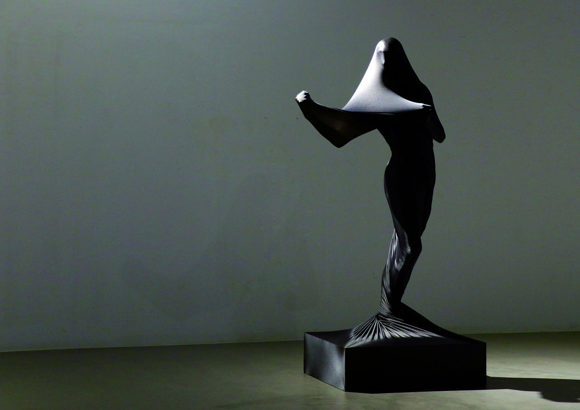 舞蹈家劉侑珣的《時刻瞬息》將在10月3日晚間11:00登場,以舞動的身軀刻畫雕塑般的形象。