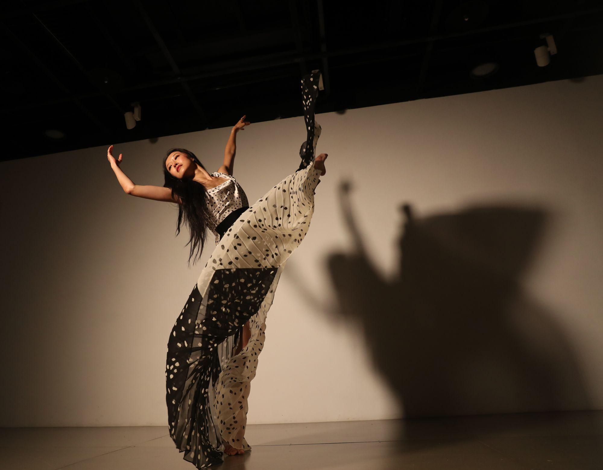 台灣舞蹈家季綾享譽國際,以舞蹈打破藝術疆界、探索多樣化的美學語彙