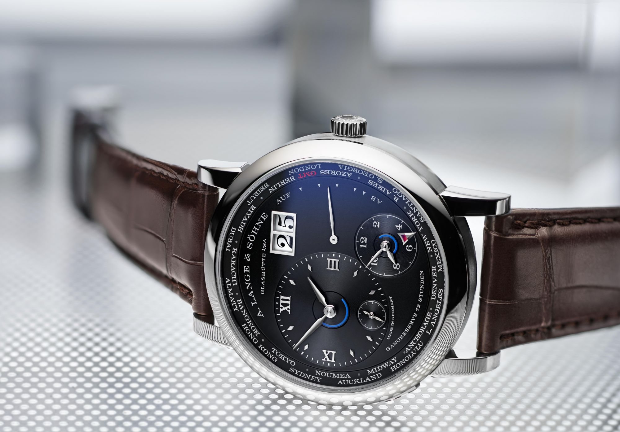 Lange 1 Time Zone腕錶 by A. Lange & Söhne。