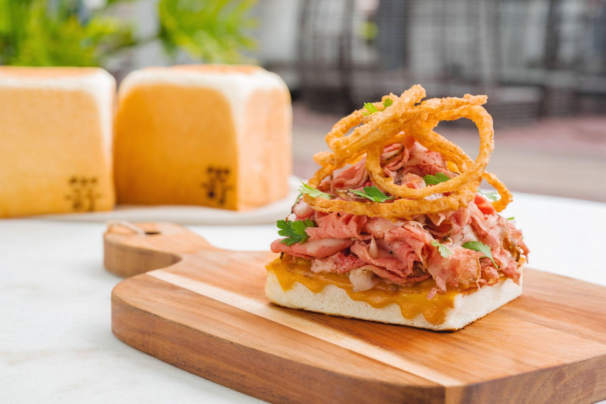 豪華早午餐新選擇!米其林推薦餐廳WILDWOOD聯名嵜本SAKImoto Bakery,期間限定推出三款「燒烤生吐司三明治」