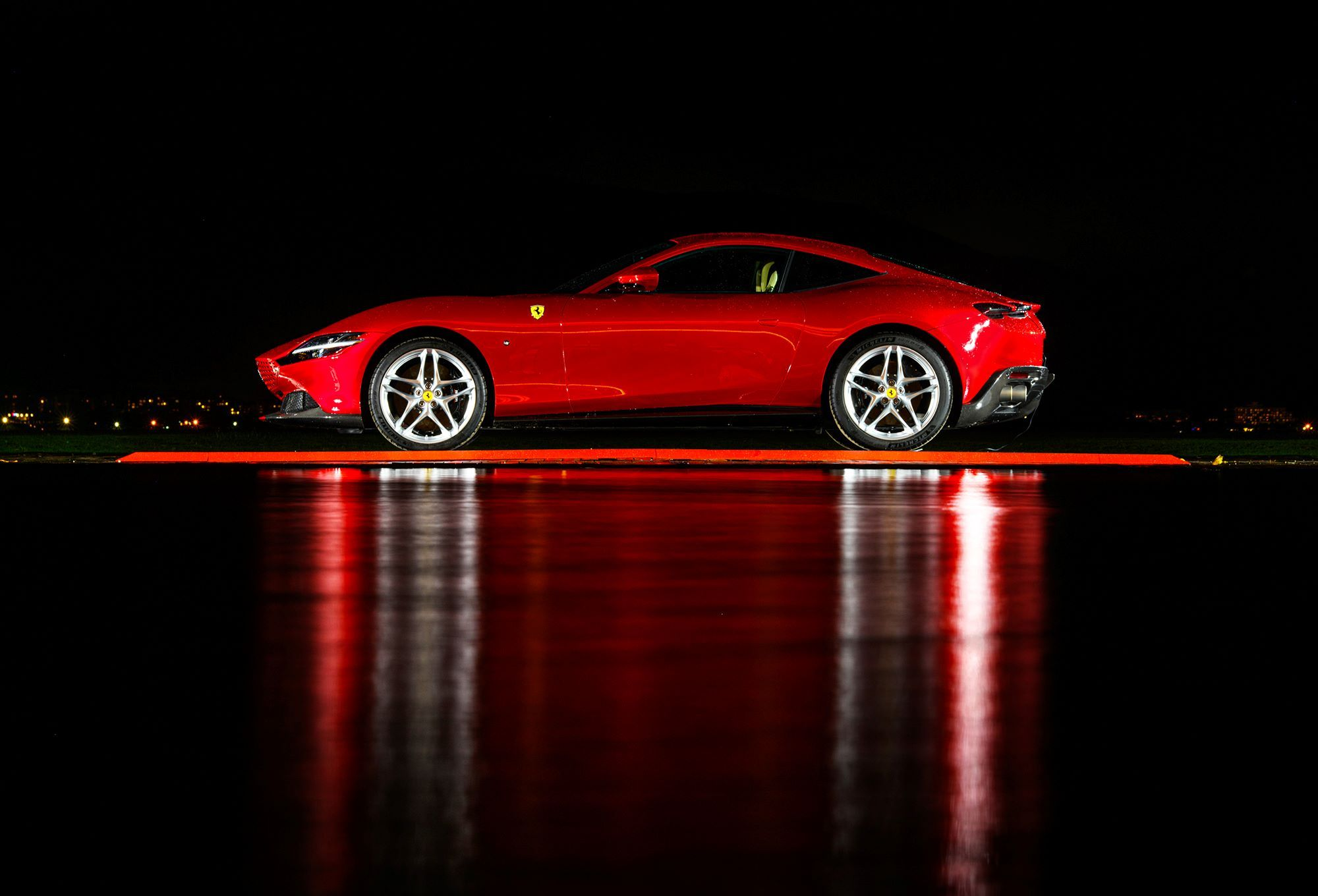 Ferrari Roma奪下2020汽車設計大獎!這台「身披晚禮服的F1賽車」的優雅設計無庸置疑