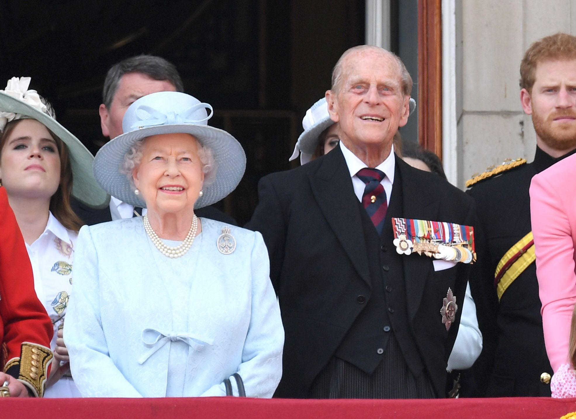 LONDON, ENGLAND - JUNE 17:  Queen Elizabeth II and Prince Philip, Duke of Edinburgh look on from the balcony during the annual Trooping The Colour parade at the Mall on June 17, 2017 in London, England.  (Photo by Karwai Tang/WireImage)