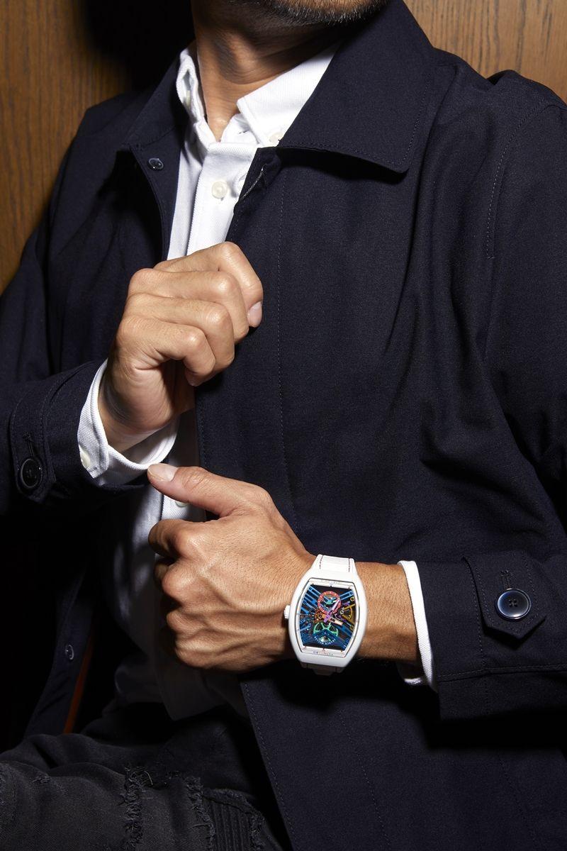Vanguard 7天動力儲存彩色版本鏤空鈦金屬腕錶by Franck Muller。