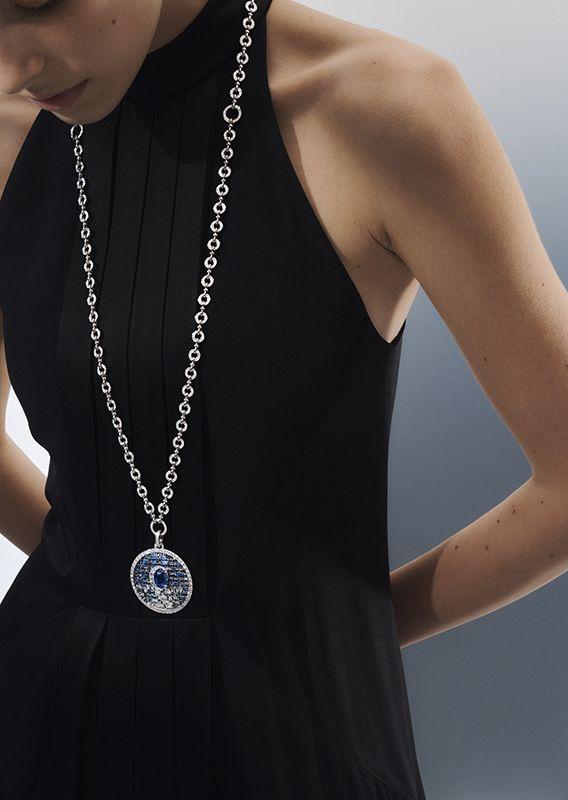 Lune Bleue藍月藍寶石與鑽石項鍊 by Louis Vuitton。