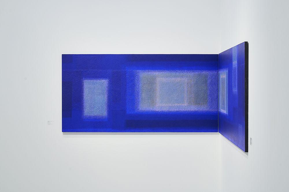 豬熊克芳 《蔚藍之中》展覽。(圖片提供/白石畫廊)