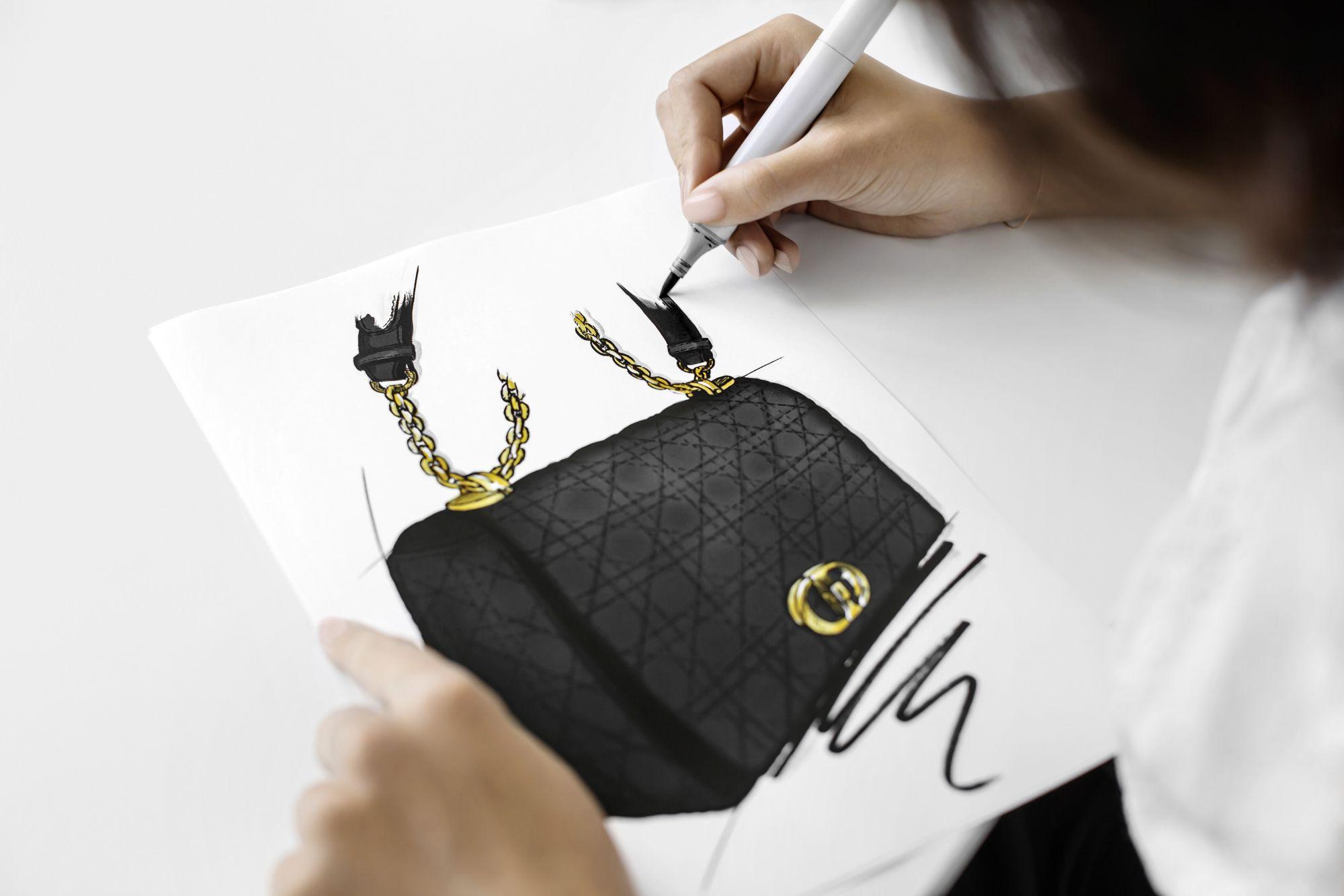 Dior Caro 包製作過程:繪製草圖。