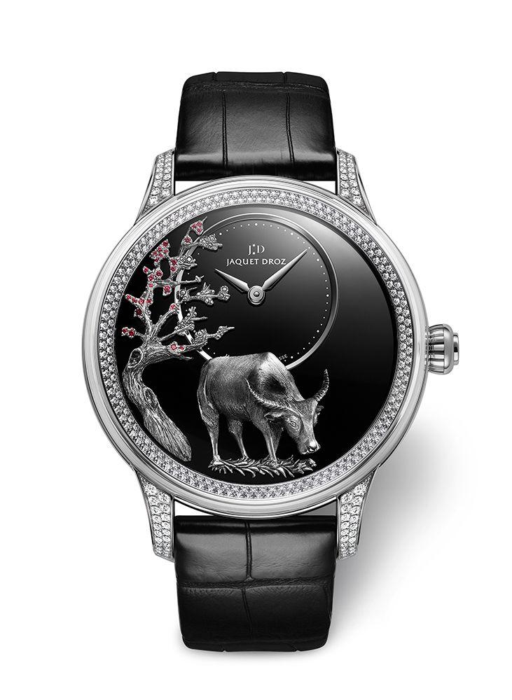 浮雕水牛白金鑲鑽時分小針盤腕錶 by Jaquet Droz。