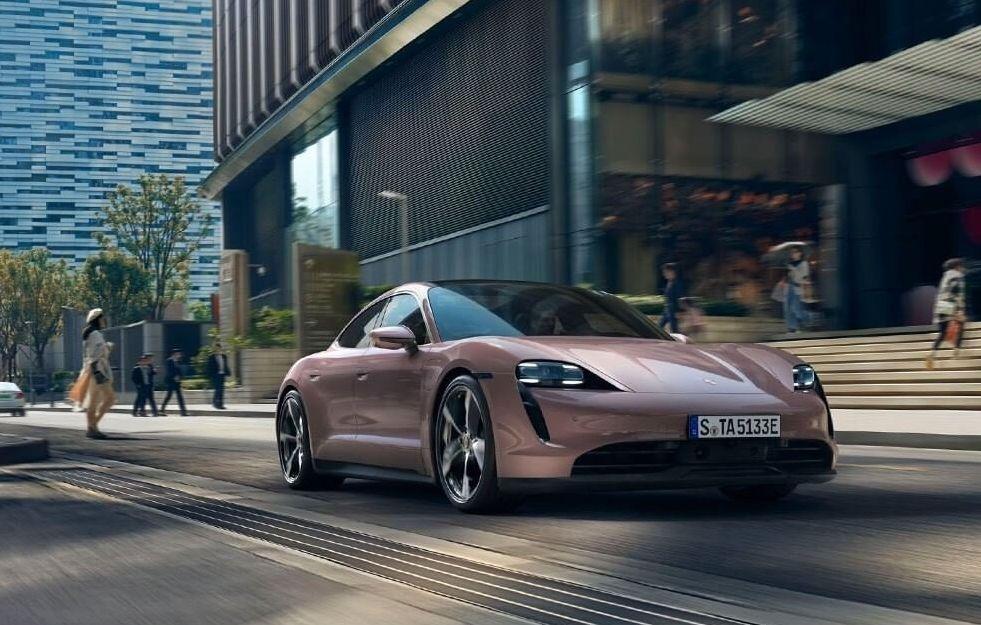 保時捷電動車 Porsche Taycan 冰莓粉 VS. 冷冽藍  哪一款是你的夢幻車色!?