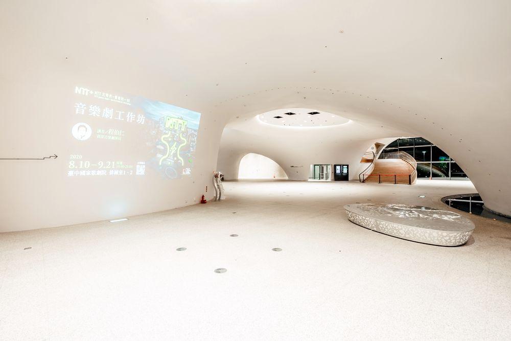 一樓大廳(圖片提供∕台中國家歌劇院)(攝影:林峻永)