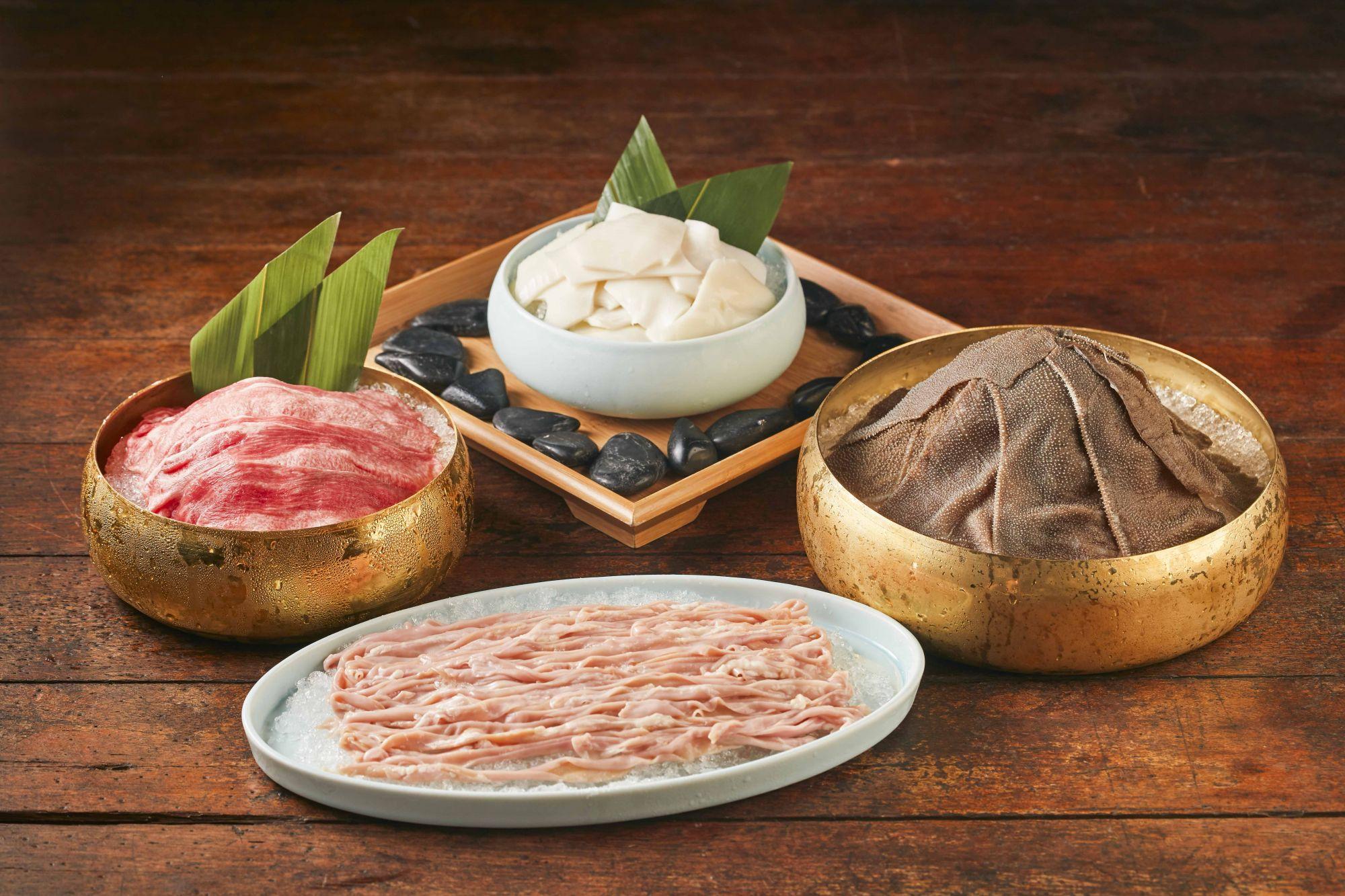 麻辣45主打「麻辣四寶」之稱的毛肚、鴨腸、黃喉與五秒牛舌,都是老饕們必點的經典料理。