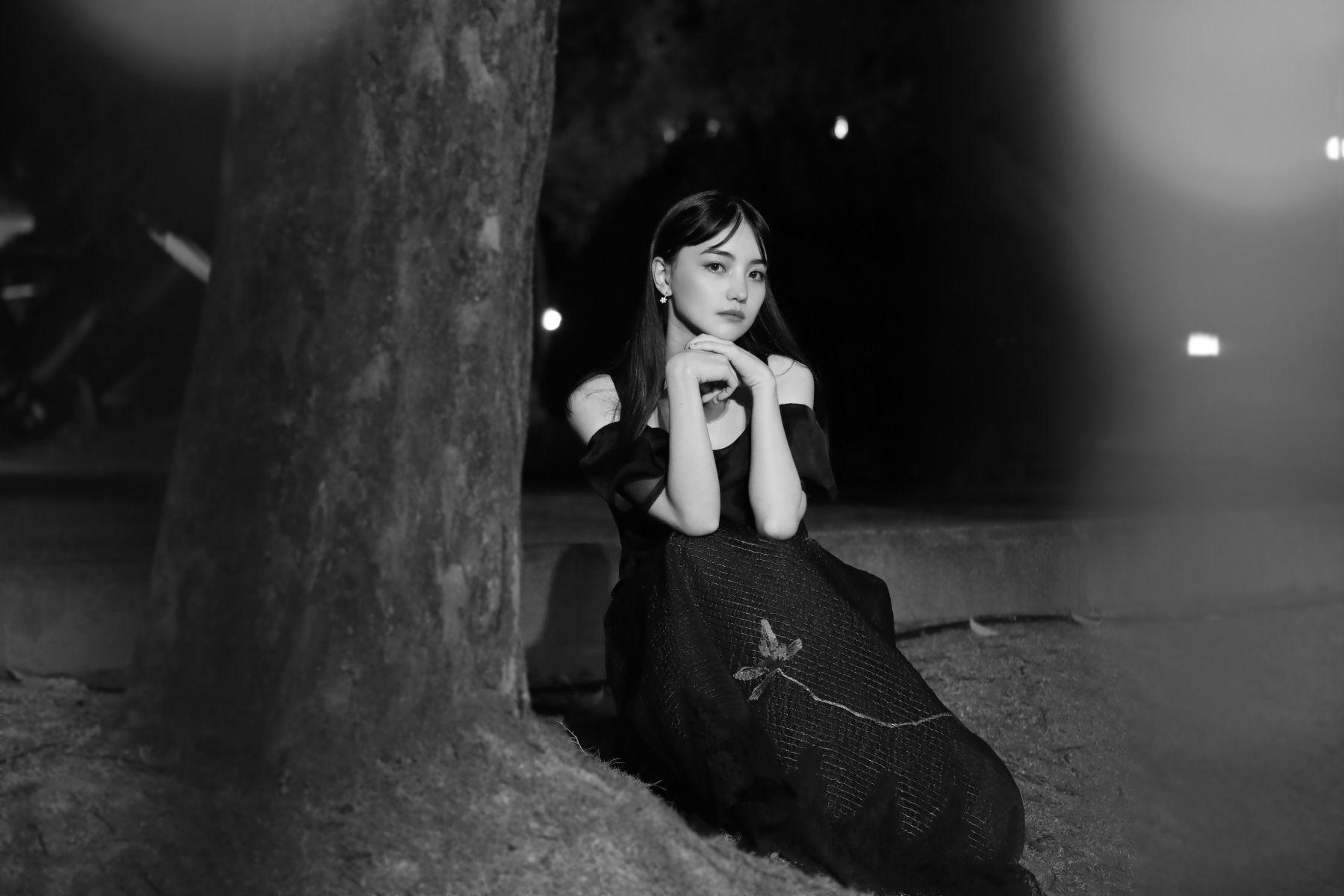 專訪「美女棋士」黑嘉嘉:潛入 SHIATZY CHEN 2021 秋冬秀場,最想挑戰的穿搭風格是⋯