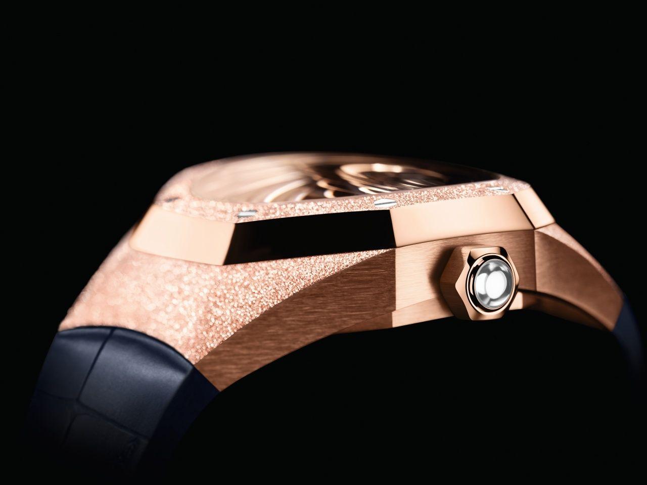 皇家橡樹概念系列霜金飛行陀飛輪腕錶 by Audemars Piguet。