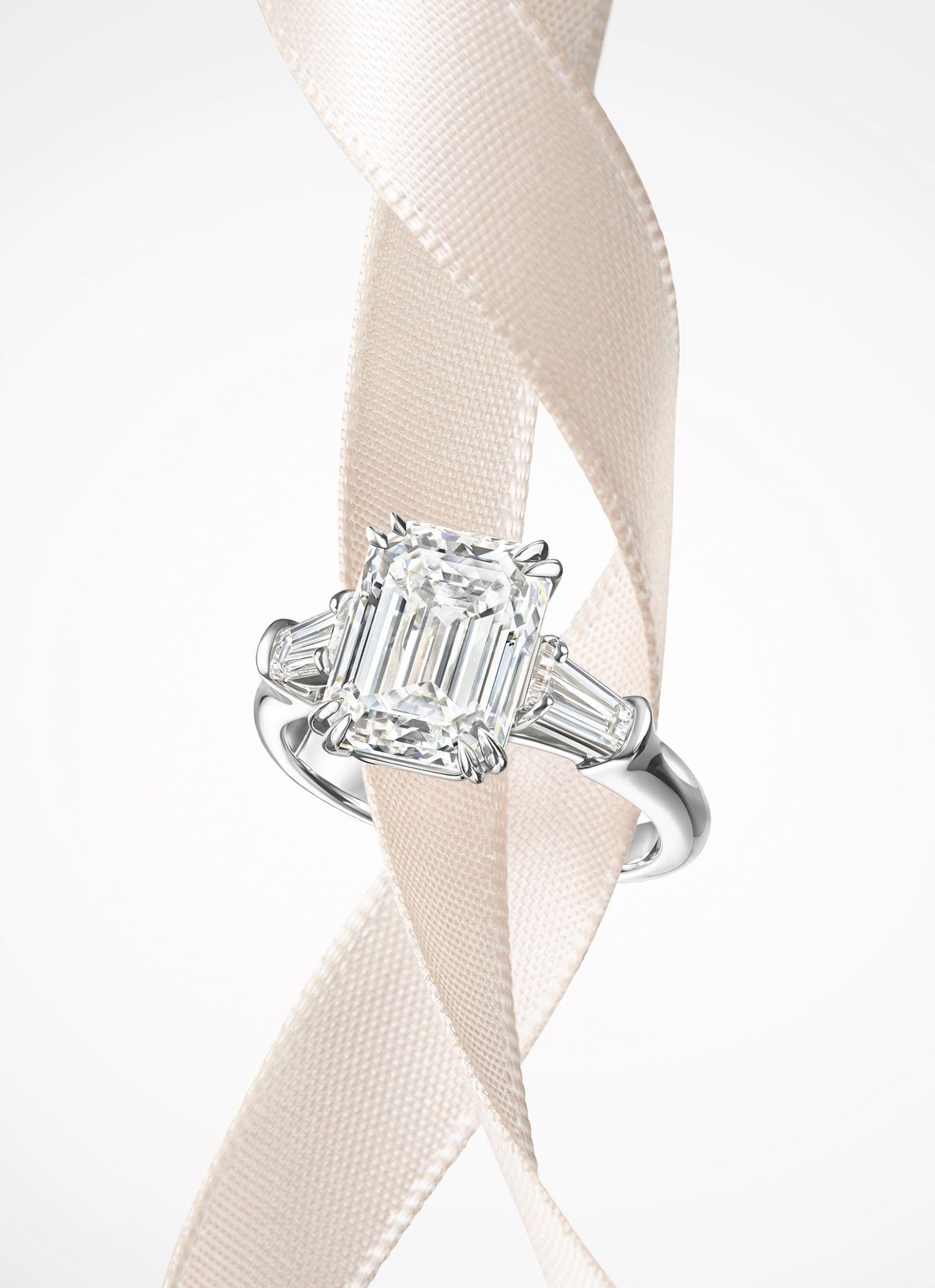 頂級珠寶Classic Winston系列祖母綠型切工鑽石戒指。