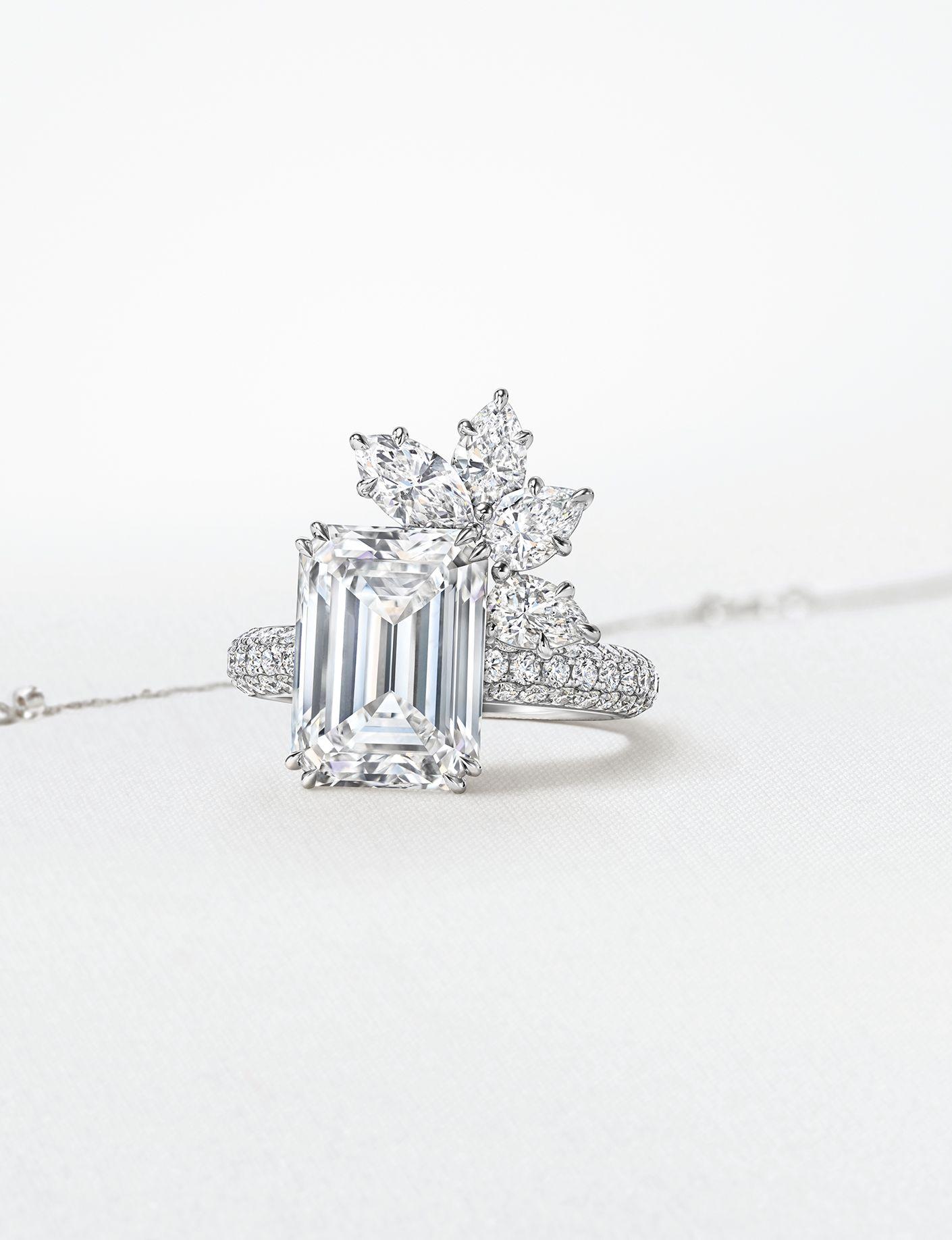 訂製系列祖母綠型切工鑽石訂製戒指。