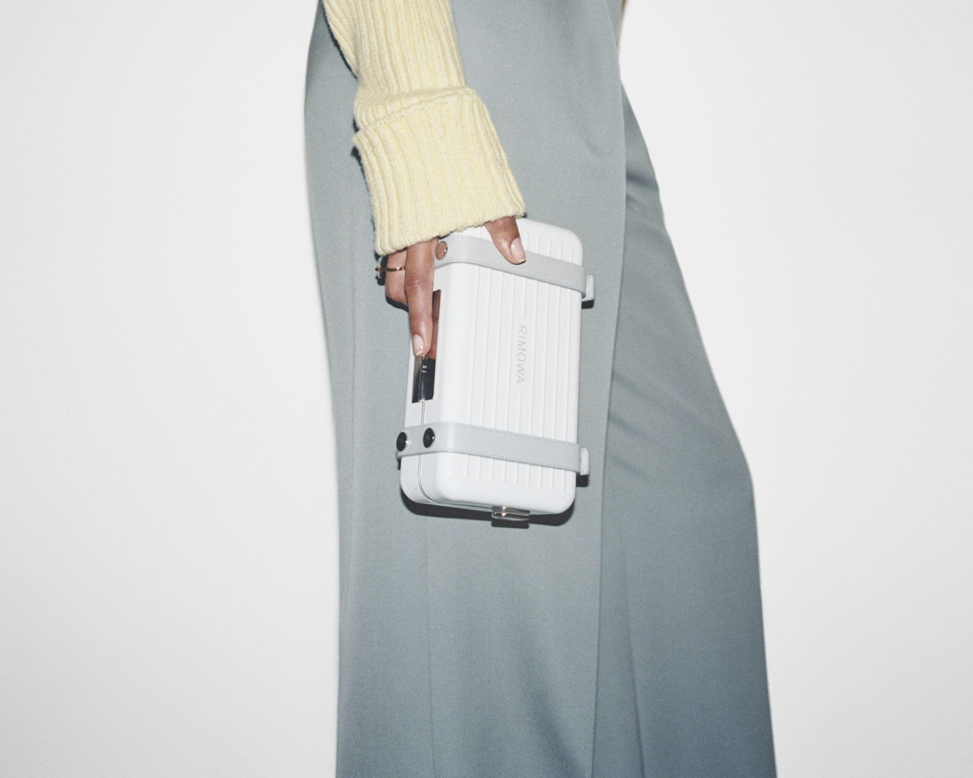 不出國也要入手!精選 RIMOWA 3 大話題新作,從行李箱到迷你包必須包色