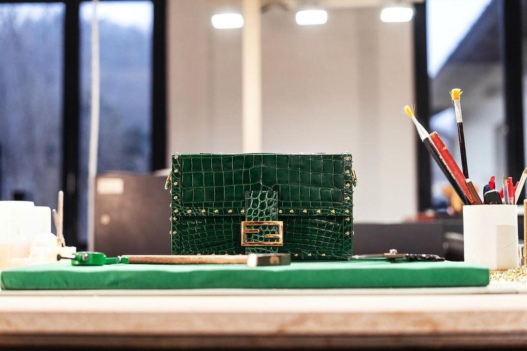 這不只是 Baguette!Fendi 攜手義大利工匠為經典包款換新裝、向義式工藝致敬