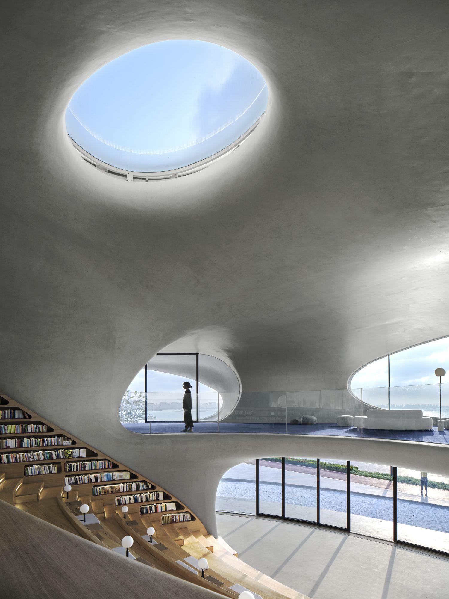 海口雲洞圖書館擁有獨特的城市公共與文化空間。 MAD_The Cloudscape of Haikou_by Archexist