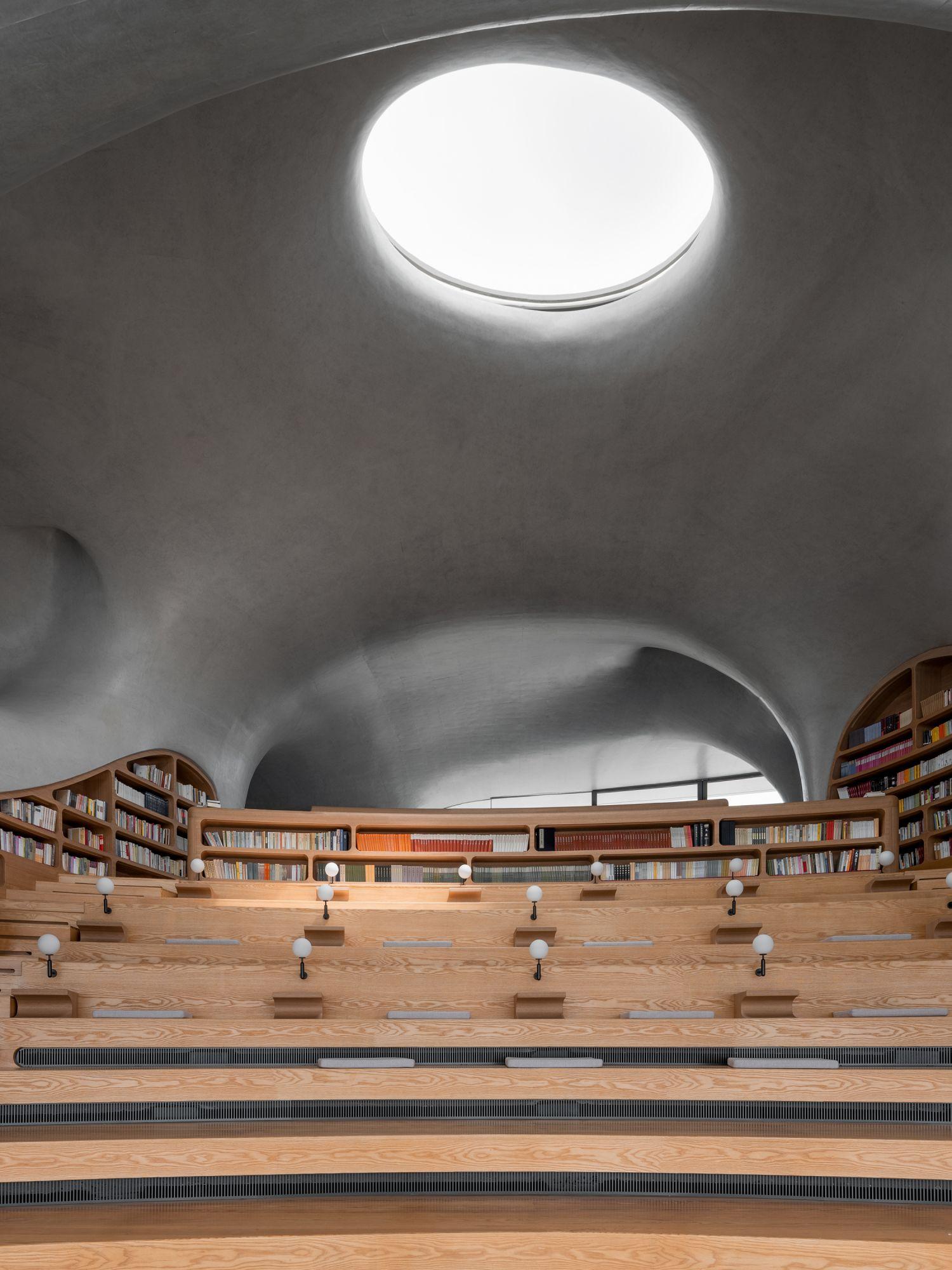 宛如蟲洞的的設計,為室內引入自然光線。 MAD_The Cloudscape of Haikou_by CreatAR Images