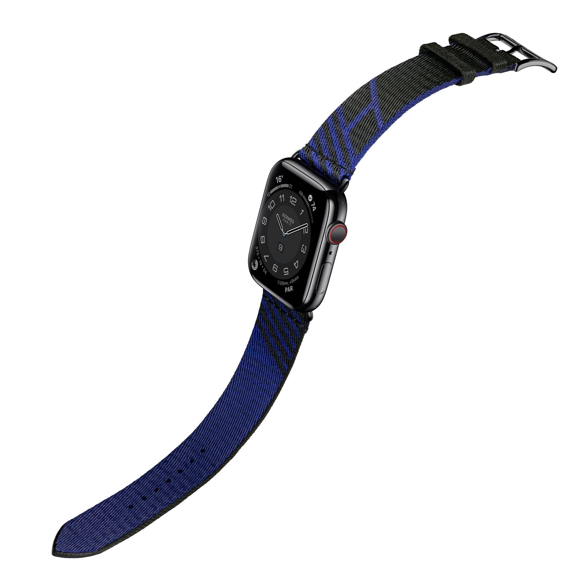 第六代 Apple Watch Hermès Jumping 圖紋印花系列織帶錶款(黑色與藍寶石色),建議售價 NT$9,900