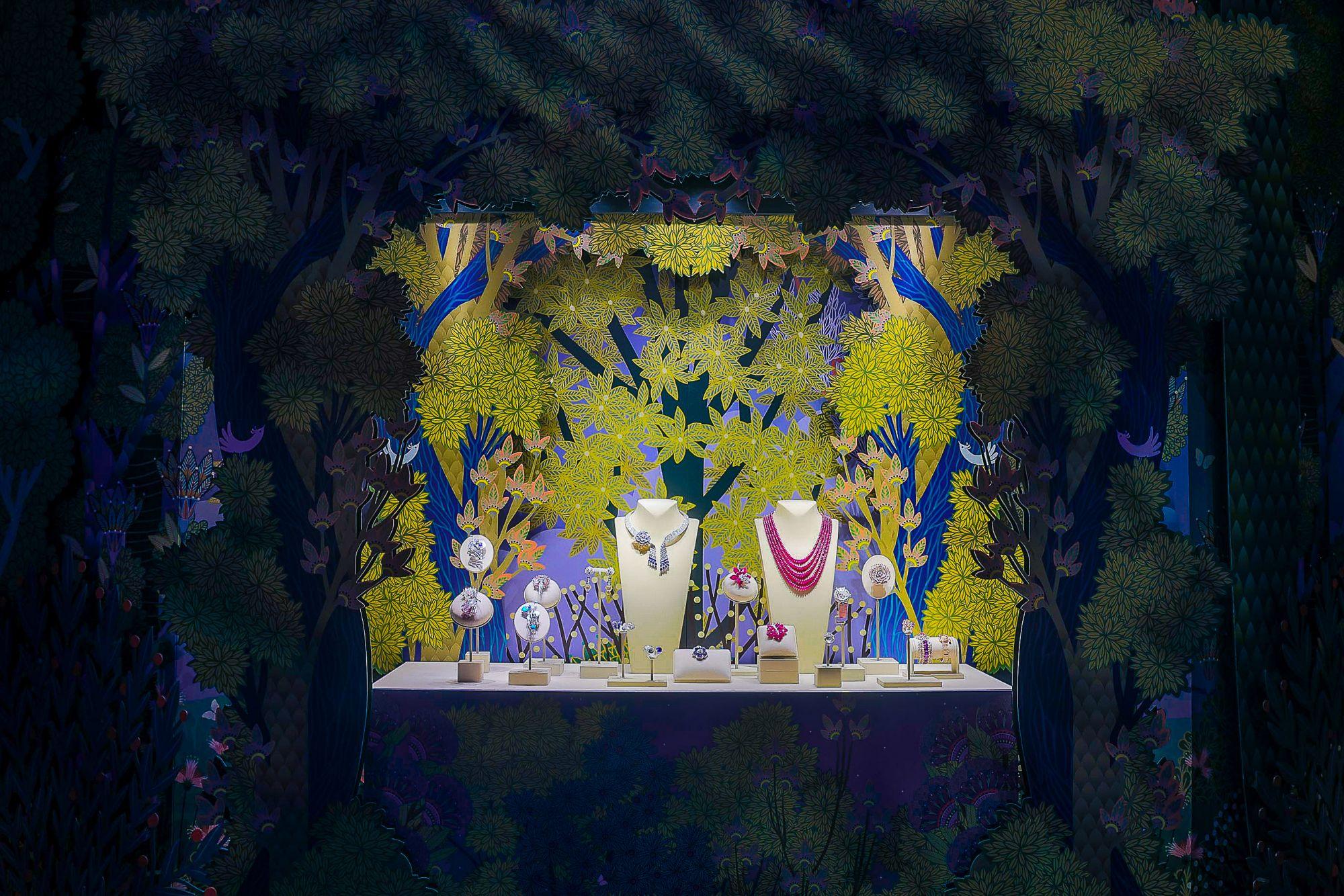 Signature高級珠寶系列活動現場,特別與插畫家Charlotte Gastaut合作的月光森林場景。