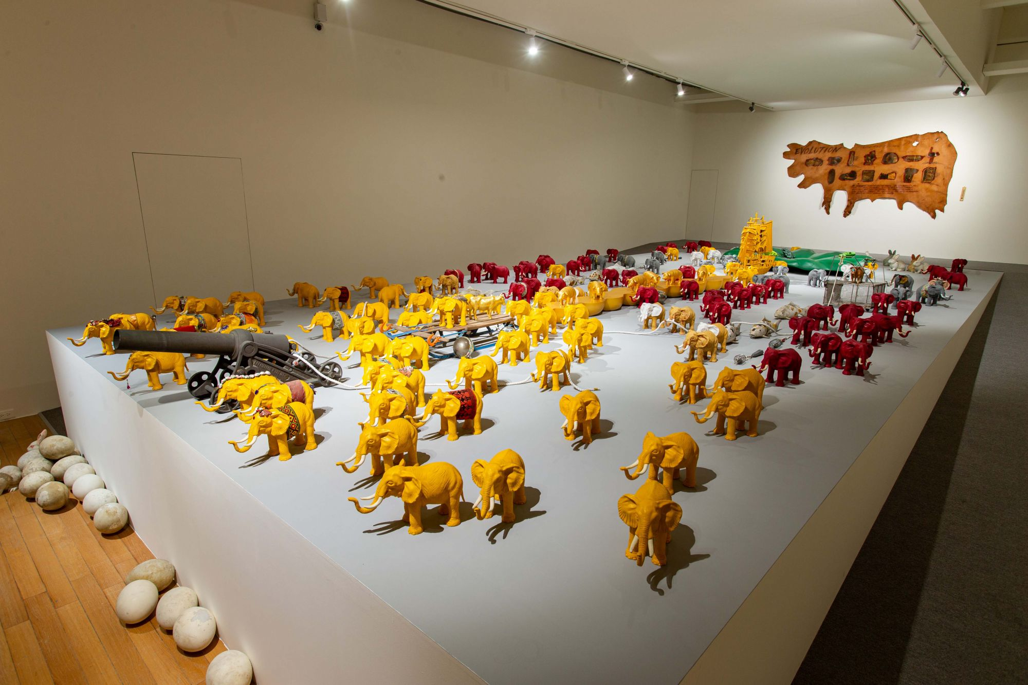 盧明德,《潮間帶》,2005-2021,複合媒材、物群裝置,尺寸視空間而定。(圖/台北市立美術館提供。)