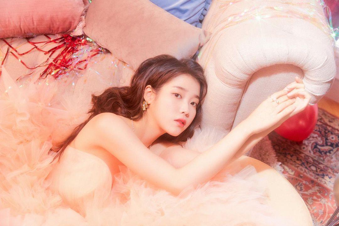 IU 李知恩 4 招保養技巧大公開,輕鬆打造零瑕疵美肌!