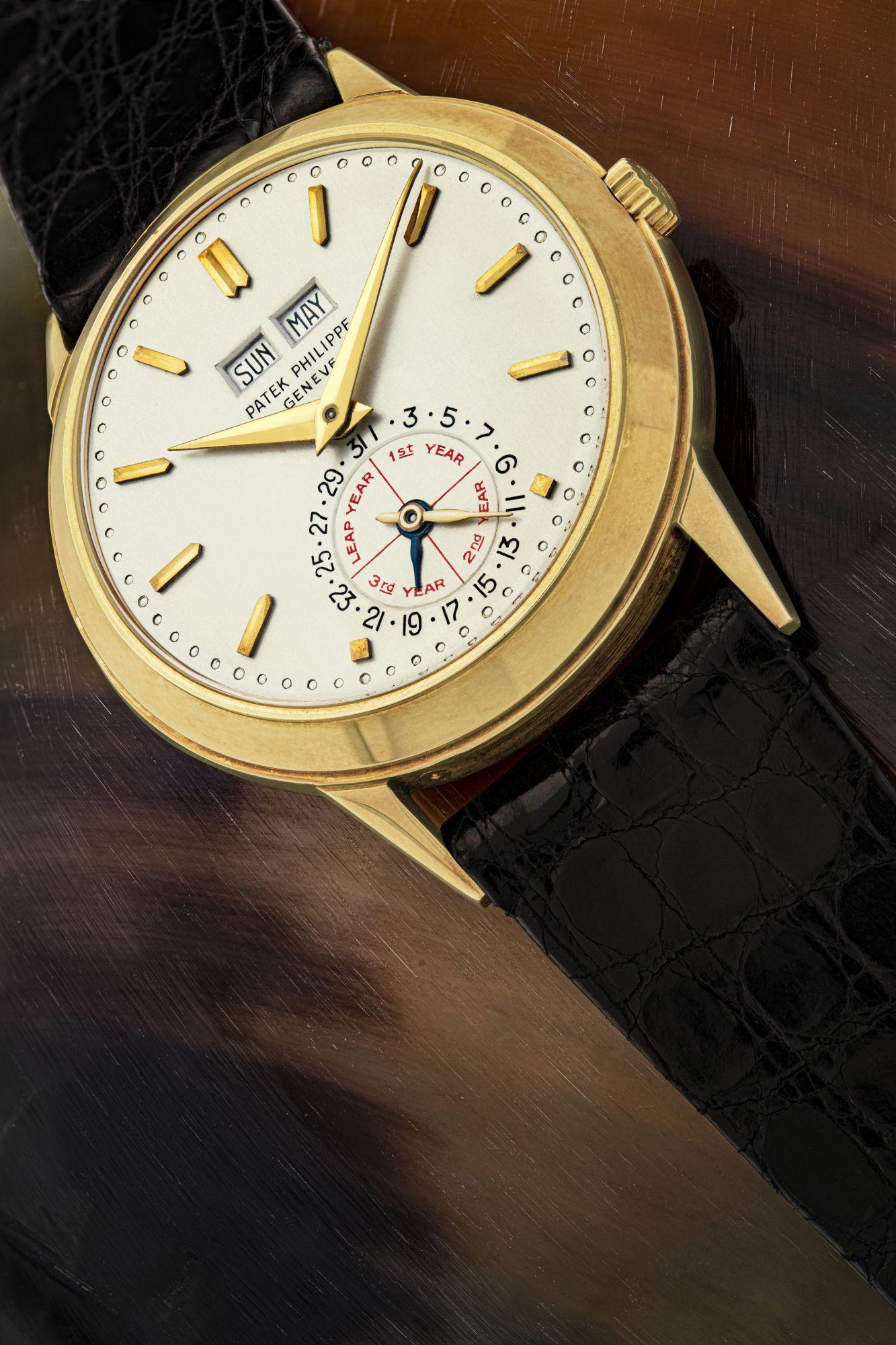 百達翡麗,獨一無二、極具歷史價值的臻美18K金「無月相顯示」自動上弦萬年曆腕錶,配英文日曆及閏年顯示,型號3448J,1970年製,應亨利·斯登(Henri Stern)及菲力·斯登(Philippe Stern)的要求在1975年特別改造為獨一無二的珍品,以饋贈Alan Banbery,1970年製,附後補證書。