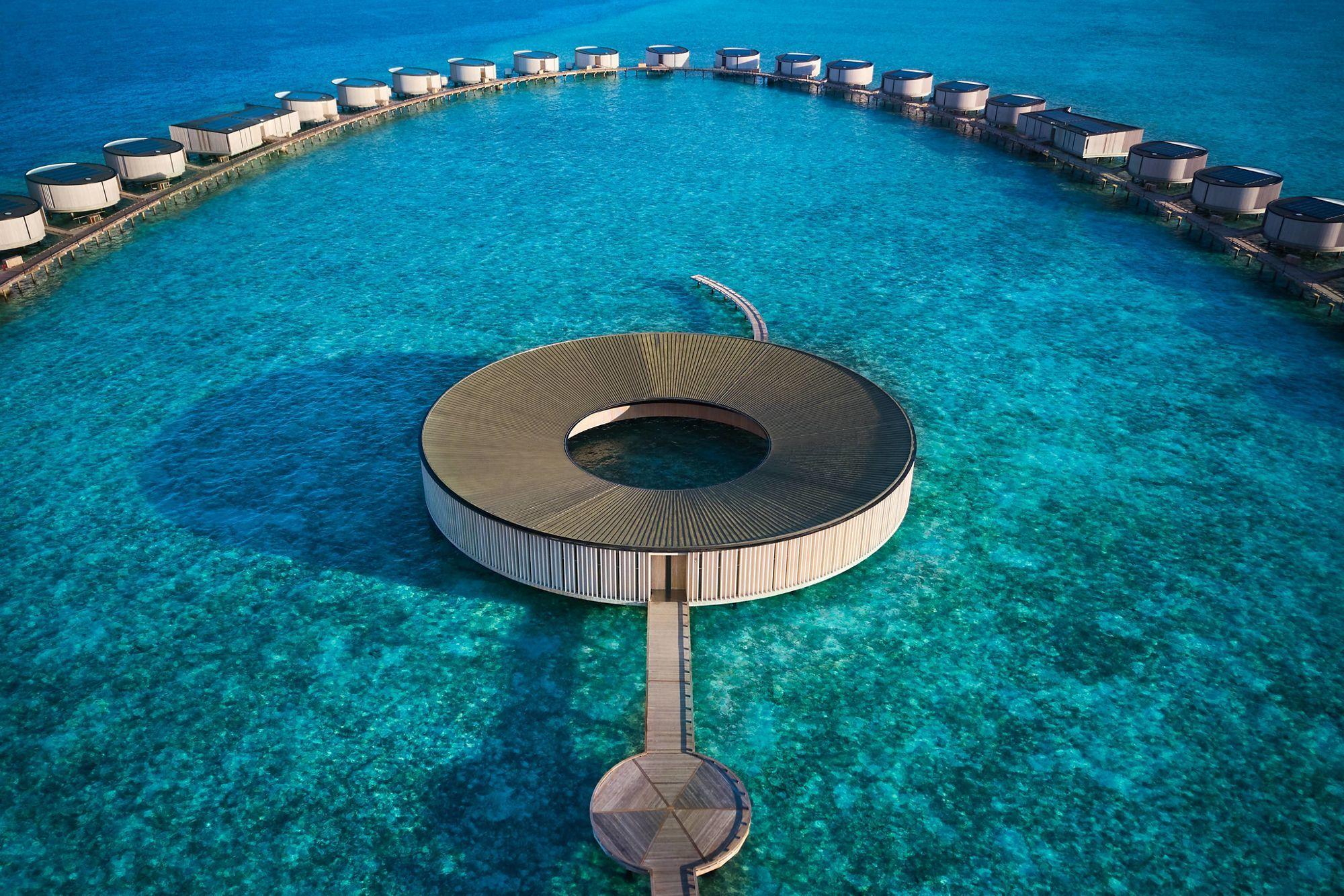 馬爾地夫 Ritz-Carlton 全新開幕!以「水流」、「海風」為極簡設計元素,頂級設施一次看