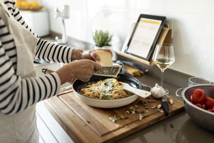 9個料理型YouTuber推薦,給你居家烹飪的滿滿靈感