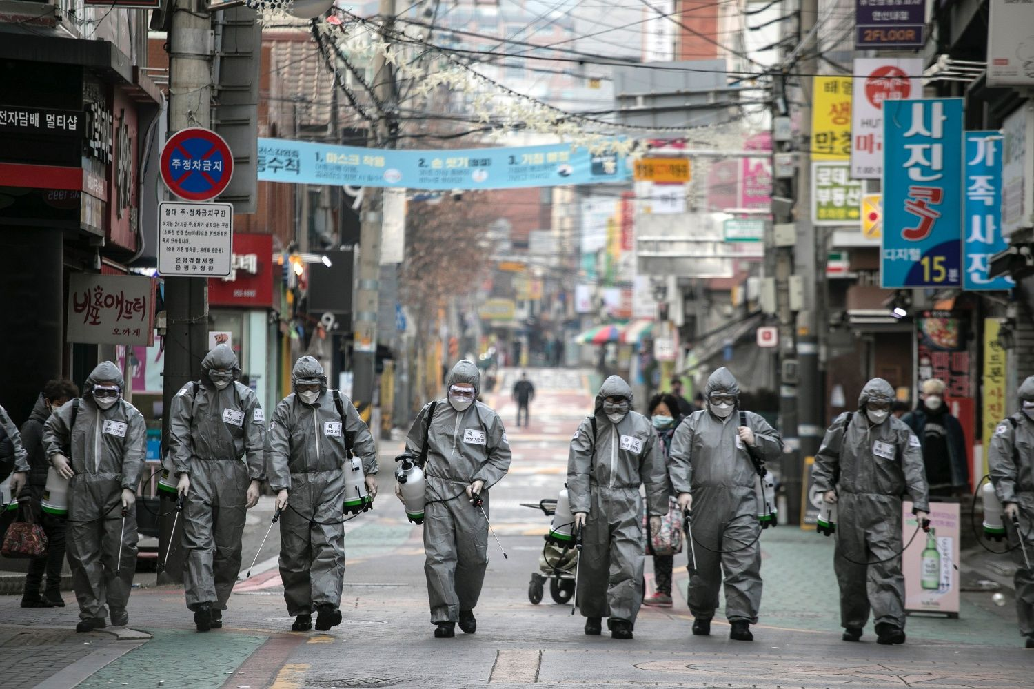 """SEOUL, SOUTH KOREA - MARCH 04: South Korean soldiers, in protective gear, disinfect the Eunpyeong district against the coronavirus (COVID-19) on March 04, 2020 in Seoul, South Korea. The South Korean government has raised the coronavirus alert to the """"highest level"""" as confirmed case numbers continue to rise across the country. According to the Korea Centers for Disease Control and Prevention, 516 new cases were reported on Wednesday, with the death toll rising to 33. The total number of infections in the n"""
