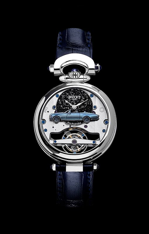 男裝錶背錶盤 :藍色砂金石錶盤有錶主生日及出生地點的星空圖, Boat Tail 轎車雕像,漆面與 車身顏色相同,手工微繪細節,鏡面拋光陀飛輪夾板刻有錶主太太的名字。
