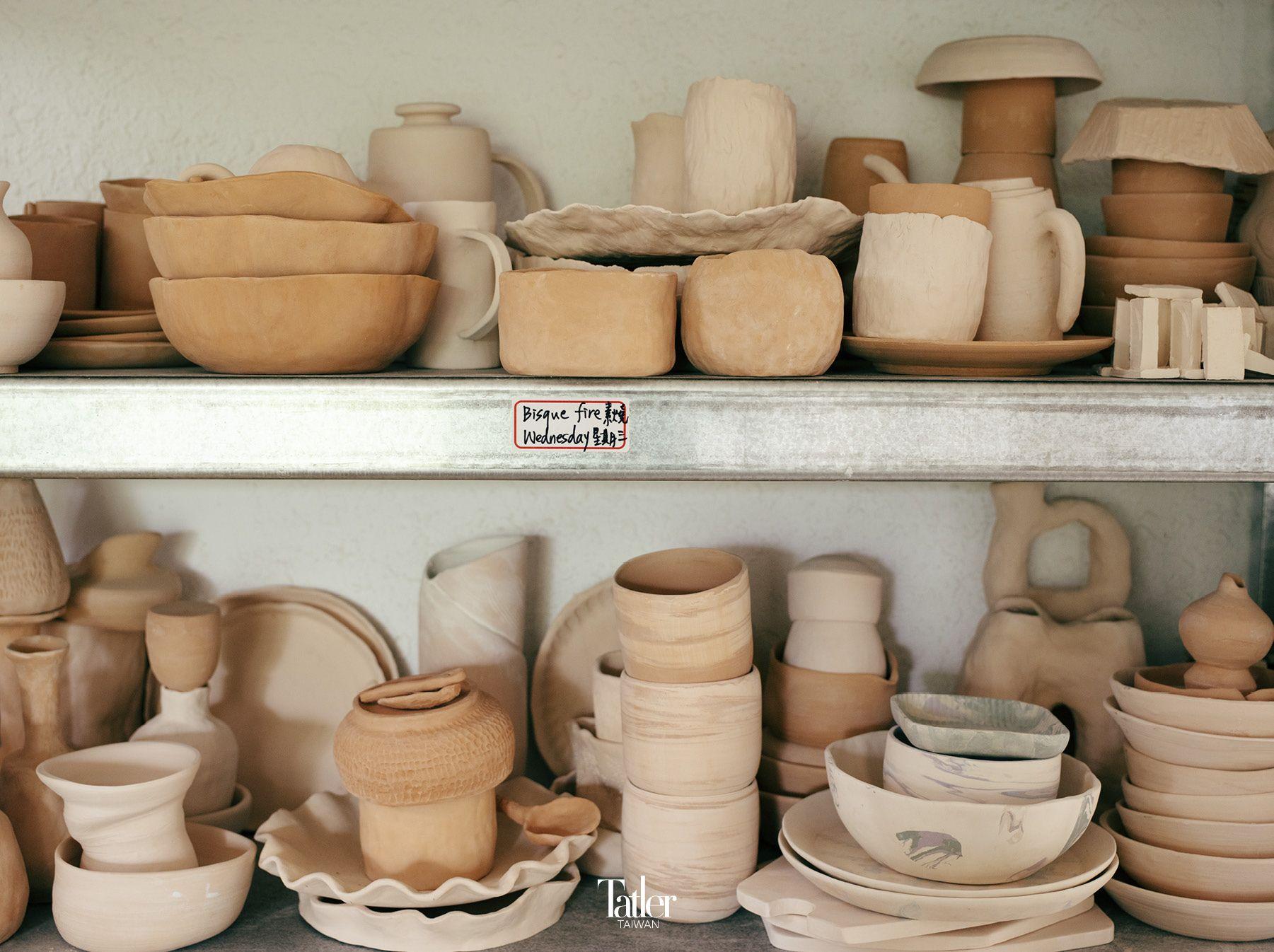 「雲森陶陶」工作室提供陶藝課程、自主練習、藝廊展覽及陶藝工作坊。