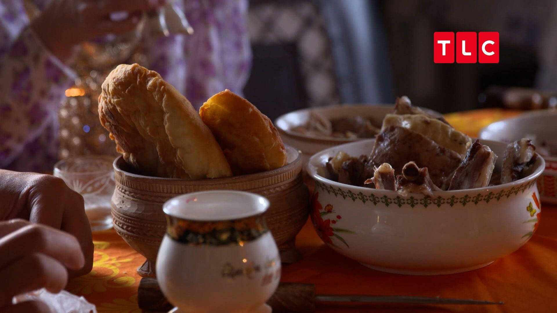 冰封的環境為奧伊密亞康人創造了特殊的傳統料理,不另外加水的燉馬肉與生肝臟都頗具代表性。