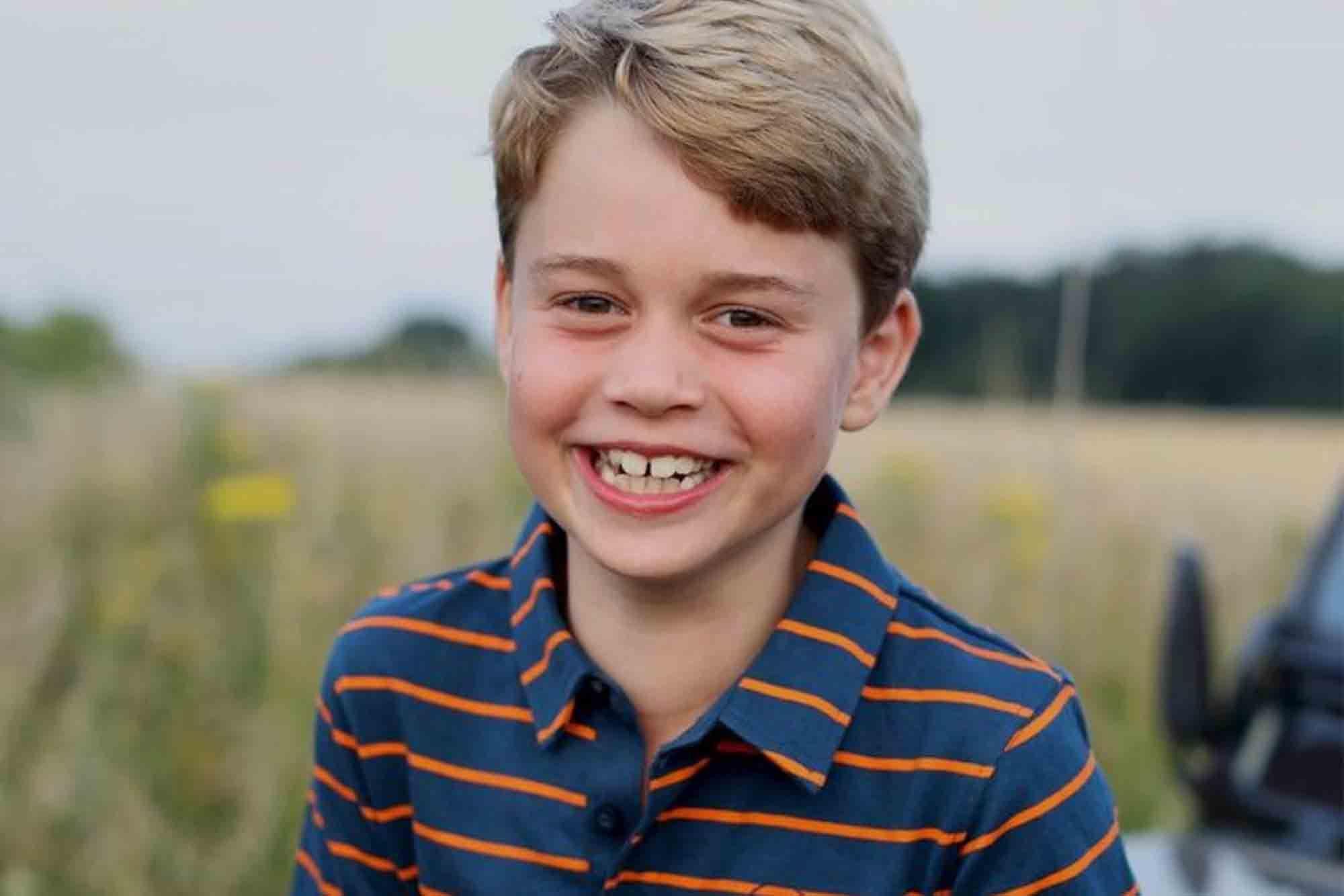 喬治小王子8歲了!11 張照片回顧「最萌皇室成員」進化史