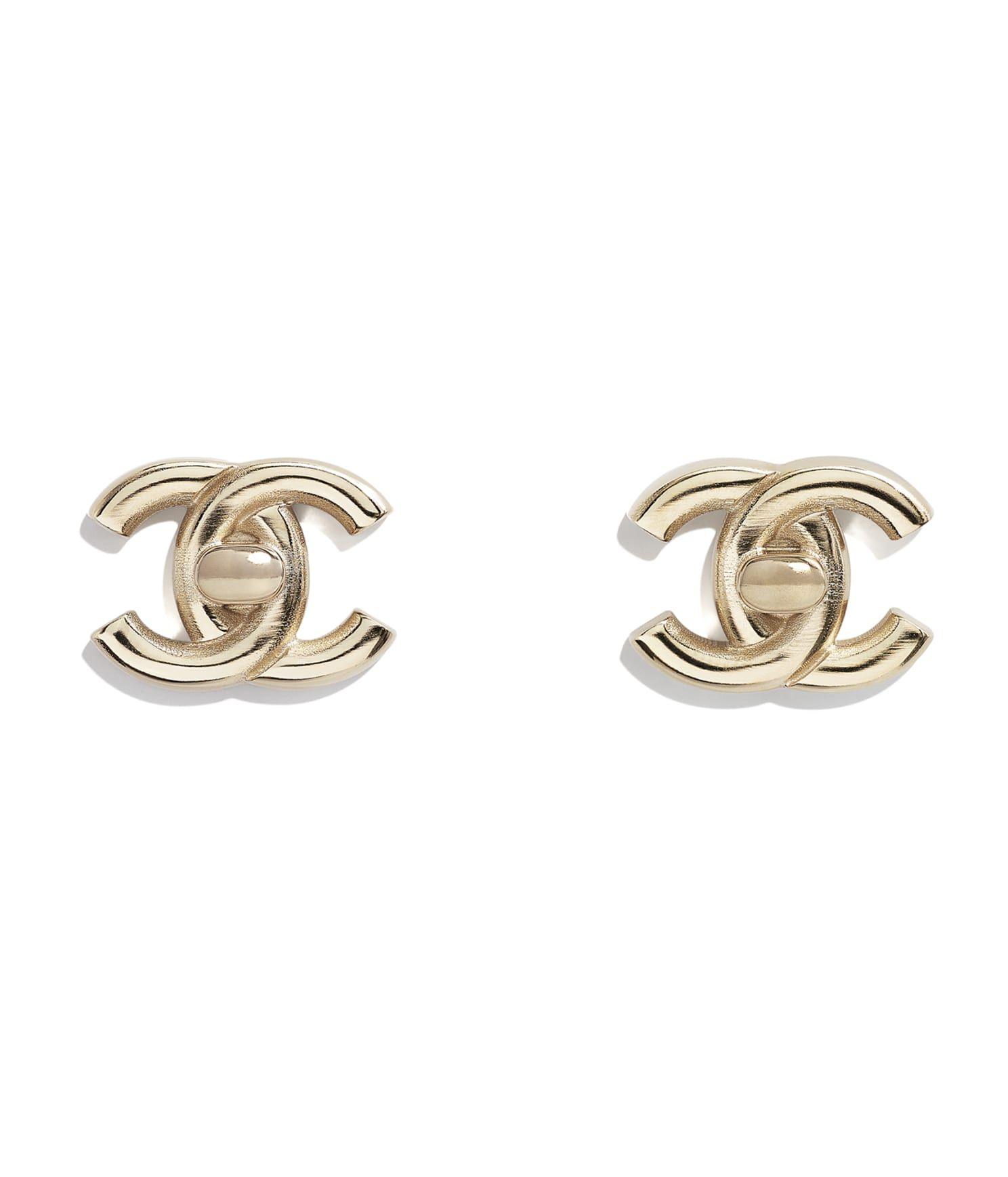 CHANEL 金屬耳環,建議售價 NT$13,000
