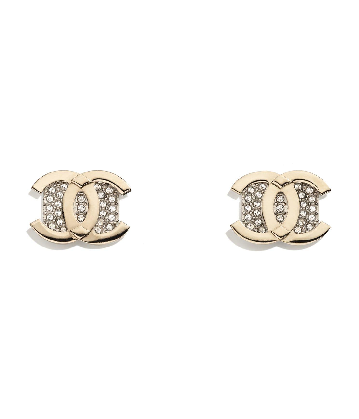 CHANEL 金屬水晶耳環,建議售價 NT$13,500